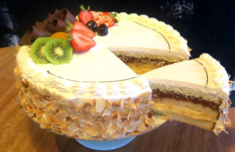 Continental Torte Mezzapica Cakes